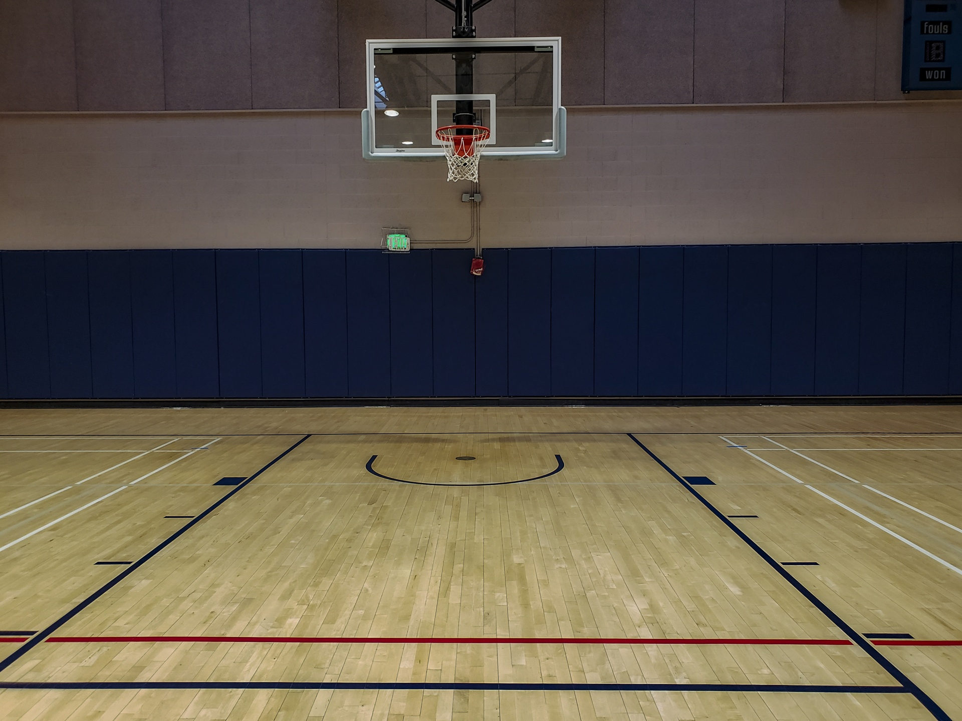 empty-basketball-court
